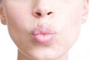 Упражнения для увеличения губ
